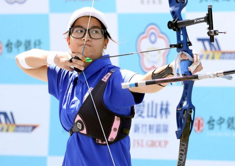 協會青年隊蘇思敏最後一局兩枝10分箭定江山,一人貢獻兩點勝利。企業射箭聯盟/提供。