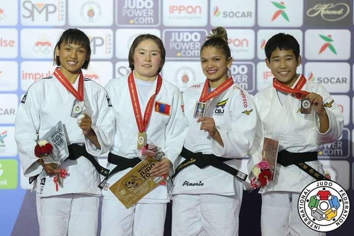 許琳宣(左1)屈居銀牌。摘自世界柔道總會官網