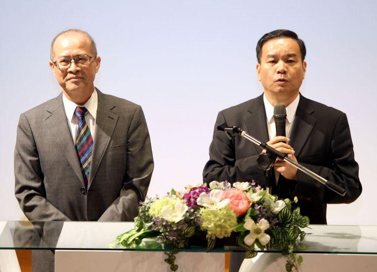 國立體大校長邱炳坤(右)和體育署前署長何卓飛。林嘉欣/攝影。