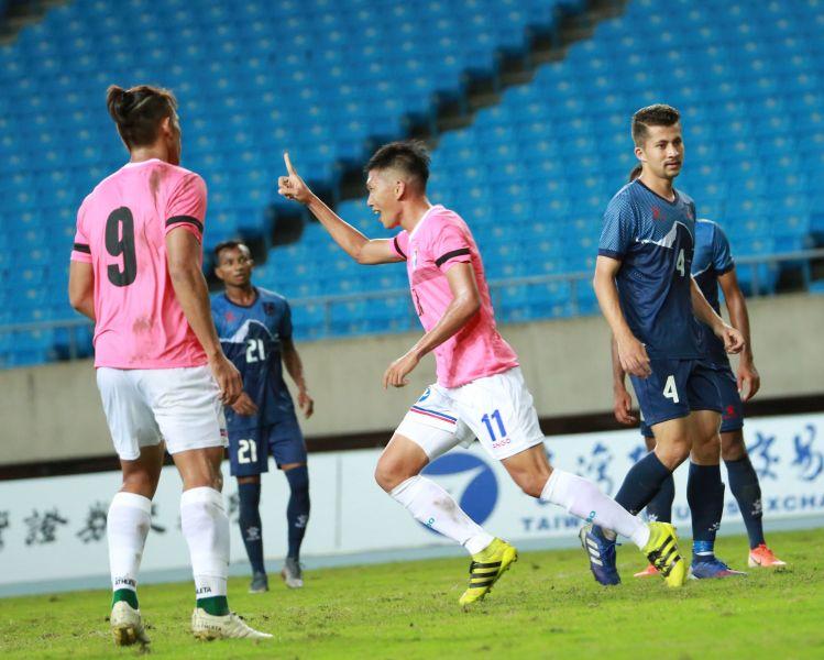 吳俊青頭槌率先進球。中華民國足球協會提供