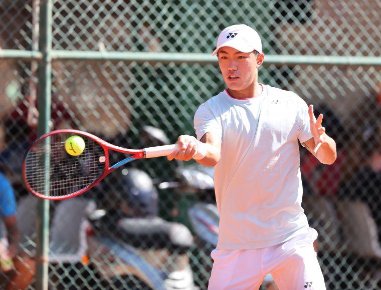 全大運網球男單第1種子許育修輕鬆晉4強。李天助攝