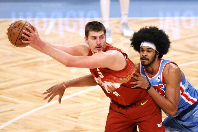 金塊新科MVP約柯奇(Nikola Jokic)能否挾氣勢為球隊扳回一城?法新社