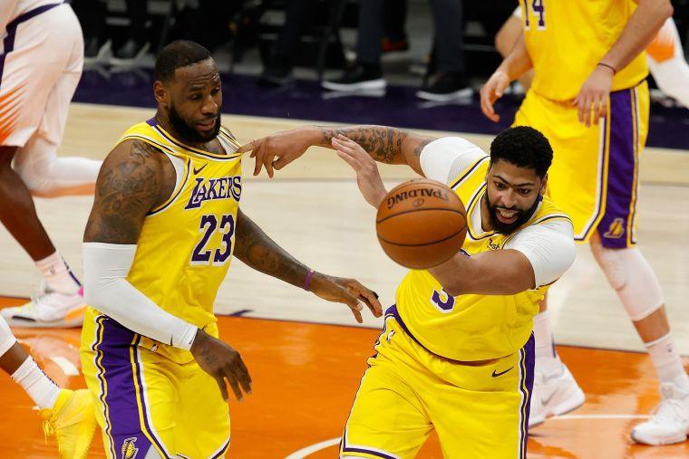 日前老詹(LeBron James)被問到籃網3巨頭,他請大家想想以前的勇士,這場如果輸球,等於自打臉。法新社