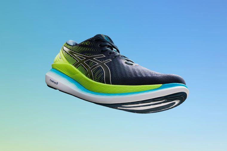 ASICS 2021年開春推出新一代RIDE系列家族GLIDERIDE 2高省力跑鞋。官方提供