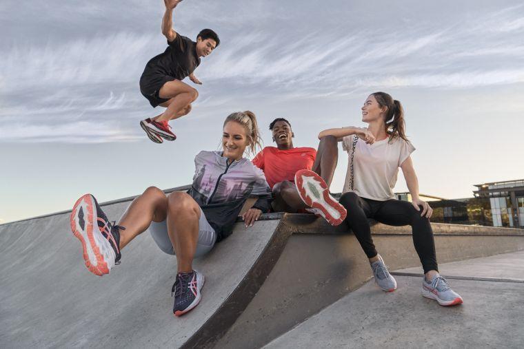 ASICS以彈簧床為靈感推出彈力系列鞋款,讓年輕跑者感受更輕盈、彈力的舒適腳感。官方提供