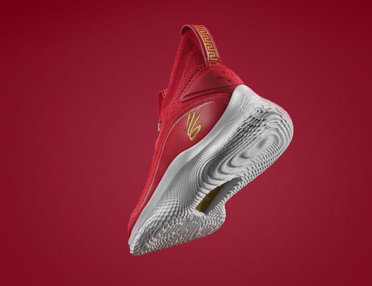 CURRY FLOW 8為首雙使用創新「UA FLOW」科技中底的籃球戰靴。官方提供