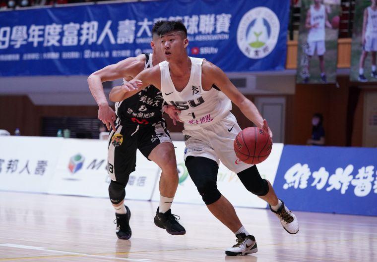 義守大學邱子軒UBA初登場拿下13分6籃板。大會提供