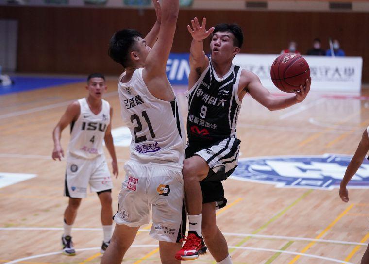 中州科大陳柏宏15分8籃板7助攻5抄截。大會提供