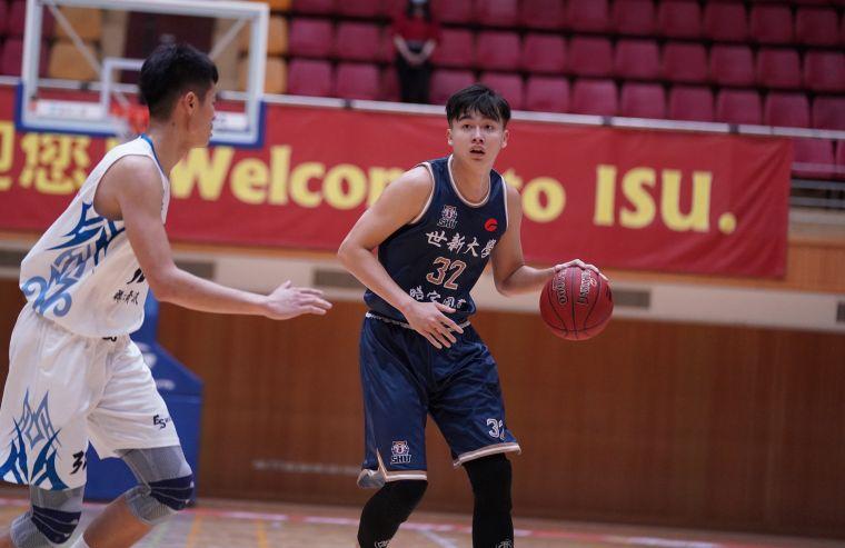 世新大學吳沛嘉單場兩灌,拿下15分7籃板。大會提供