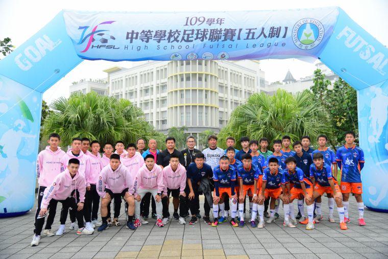 ▲台中運動局長李昱叡到場支持青年、惠文兩支球隊。(圖/記者張曜麟攝,下同)