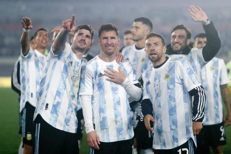 梅西與阿根廷共享榮譽。摘自阿根廷推特