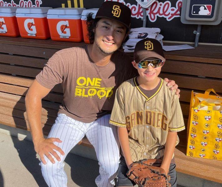 達比修有邀請小球迷蘭登(Landon)全家來到聖地牙哥看一場教士隊的主場比賽,而且旅費全包。摘自Annie推特