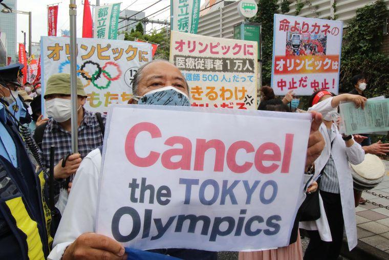日本人遊行要求取消東奧。摘自CGTN推特