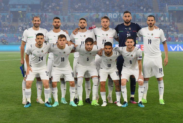 「藍衣軍團」義大利主場選用白色戰袍出賽。摘自歐國盃官方推特