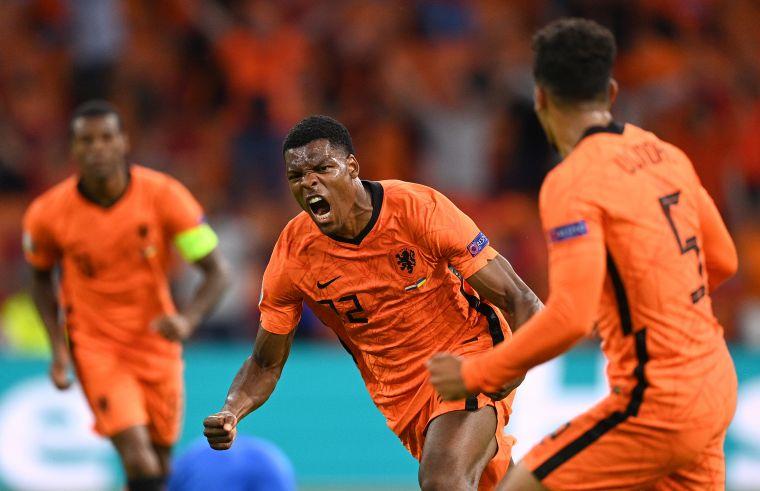 荷蘭後衛鄧弗里斯(Denzel Dumfries)進致勝球。摘自官方推特