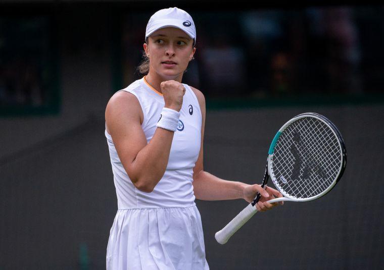 去年法網冠軍絲薇泰克終於拿到溫網首勝。摘自官方推特