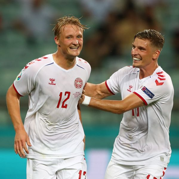 多爾貝里(Kasper Dolberg,左)射進第2球。摘自官方推特