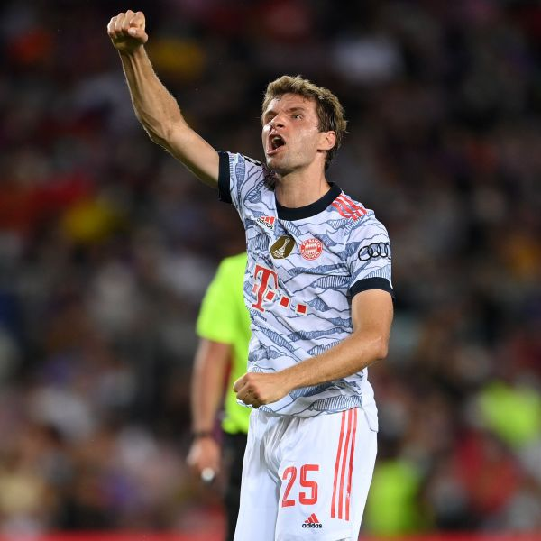慕勒在6次對陣巴薩射進7球。摘自歐冠推特