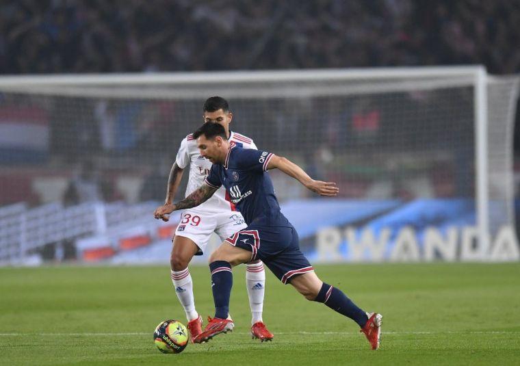 梅西在與里昂之戰中導致受傷。摘自巴黎聖日耳曼推特