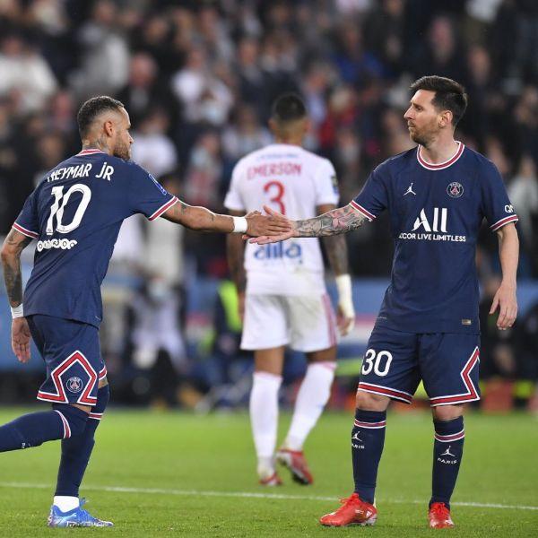 內馬爾射進12碼球。摘自巴黎聖日耳曼推特