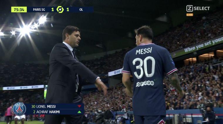 梅西提前被換下場時出現尷尬一幕。摘自footballfunnys推特