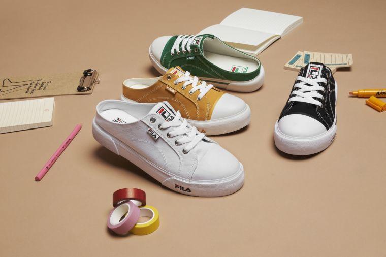 FILA嗅到潮人們的需求推出FILA COMO MULE帆布穆勒鞋 打造隨興休閒街頭感。官方提供
