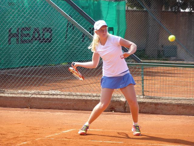 患有手腳發育不全罕見疾病的瓊絲照樣打進澳網女單會內賽。摘自個人推特
