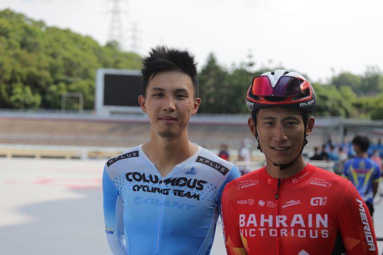 旅居國外職業車隊的杜志濠、馮俊凱。自由車協會提供