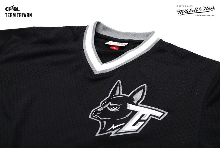 胸口「台灣犬」的視覺設計,呈現台灣人智、仁、勇的精神。官方提供