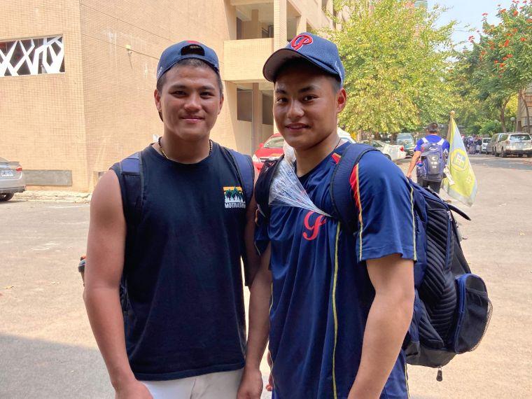 平鎮高中高三李灝宇(左)、高二黃勇傳(右)。