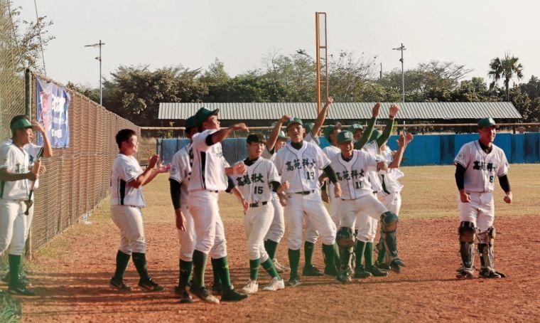 108大專棒球聯賽,高苑科大4比3氣走南華大學。大會提供