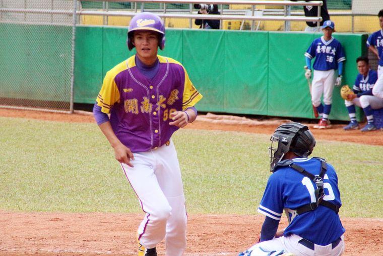108大專棒球聯賽,開南大學逆轉勝台灣體大。大會提供