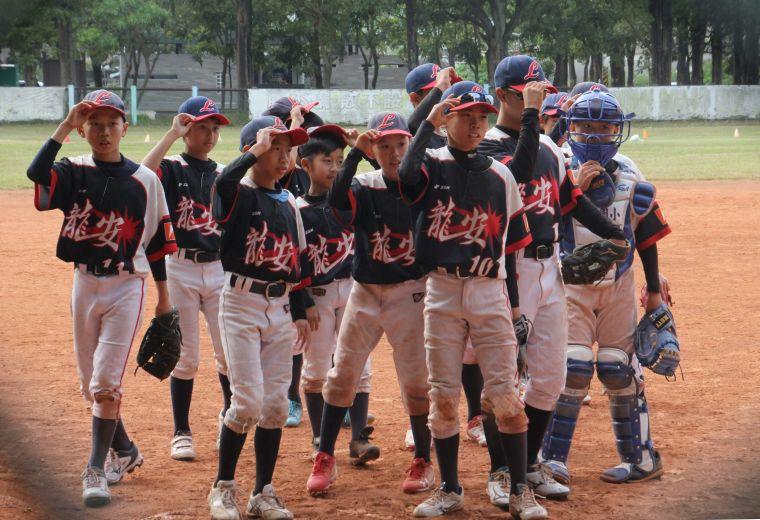 桃園龍安高年級組首戰擊敗台北敦化。