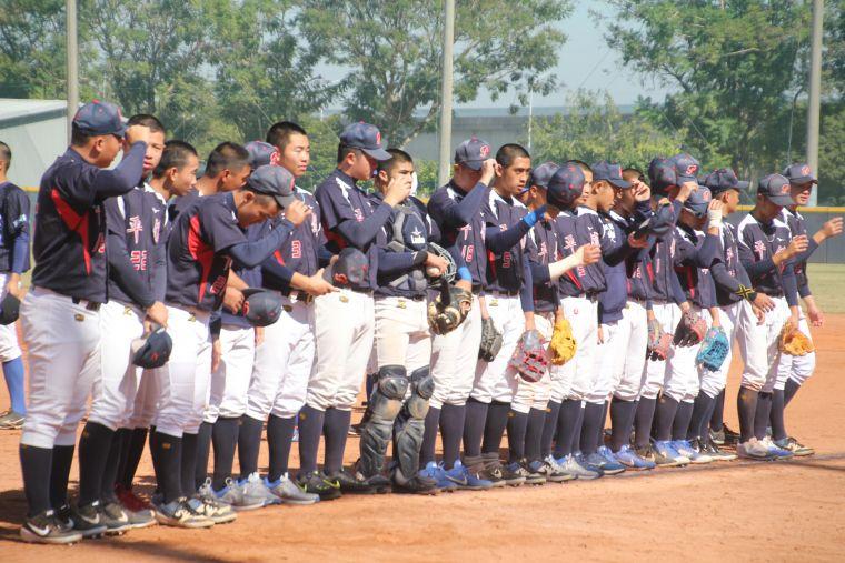 平鎮高中木棒聯賽連兩戰「扣倒」對手。