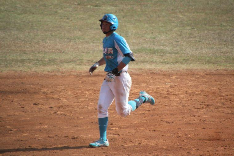 穀保家商楊正宇在三民高中棒球場開轟。