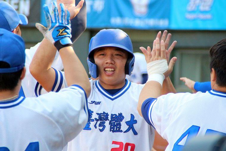 台灣體大拿下大專盃季軍。