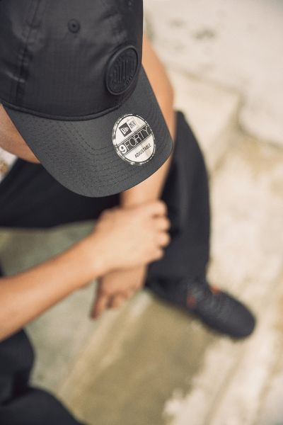 New Era x Palladium 9FORTY帽款有著高度識別的Palladium圓形橡膠標誌貼與New Era旗幟。官方提供
