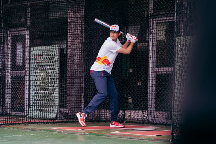 Red Bull運動員黃子鵬為Red Bull Batting Mania打擊狂人活動揮棒出擊。官方提供
