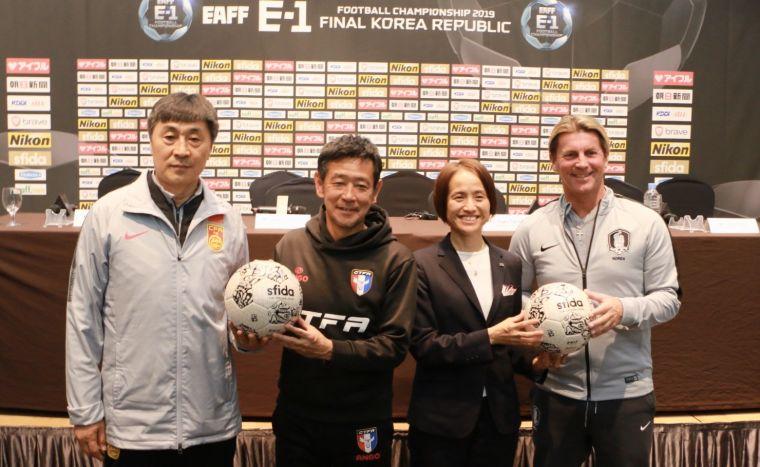 東亞女足4強總教練合照。全國足協提供