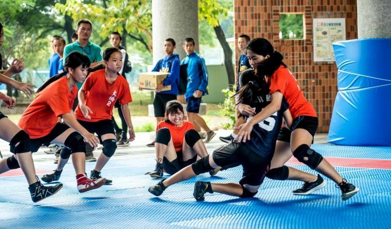 南市大橋國中(橘色上衣)在國女組展現亮眼成績,拿下第一及三、四名。高雄市體育總會卡巴迪運動委員會提供