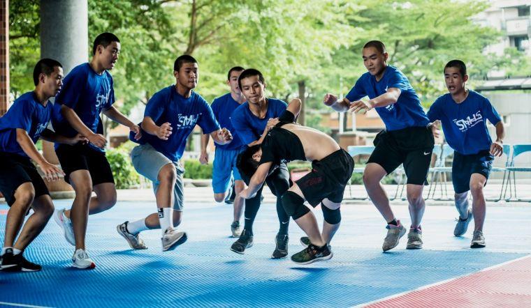 109 年度南部區域性卡巴迪運動第二次對抗賽,高市三民高中(淺藍上衣)在高男組表現不俗。高雄市體育總會卡巴迪運動委員會提供