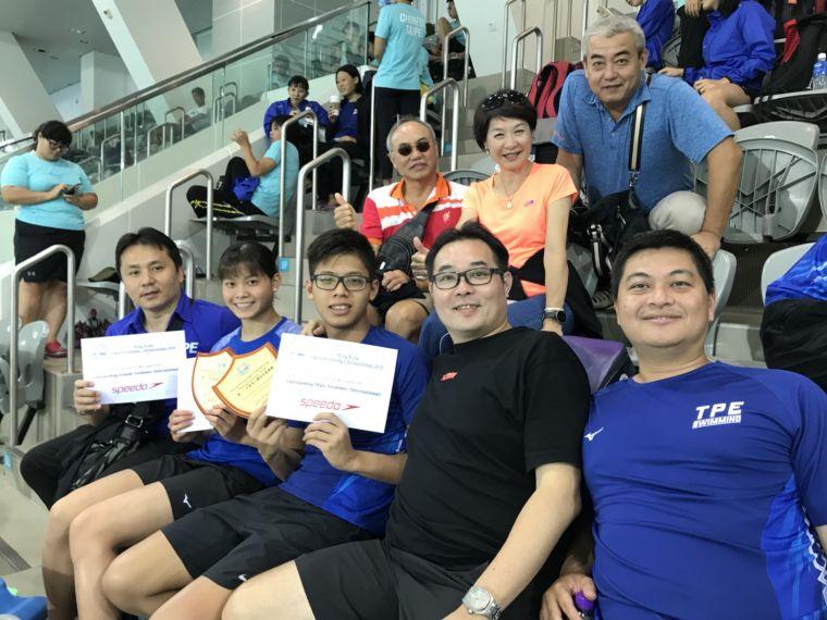 台將王星皓(右3)、林姵彣(左2)奪下男女最有價值運動員獎。