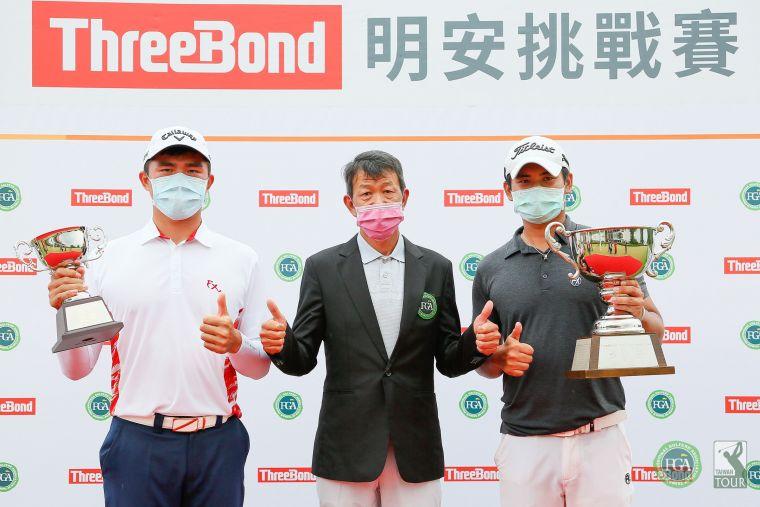 TPGA理事長陳榮興(中)與冠軍蔡宗佑(右)業餘冠軍蘇晉弘。TPGA提供/葉勇宏攝
