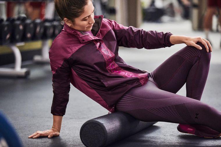 UA RECOVER恢復系列服飾中蘊含礦物科技的六角形印花,幫助運動員在生活中無時無刻進行修復。大會提供