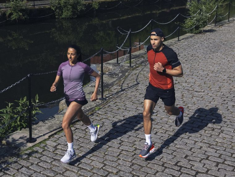 UA於2021年跑季前夕迎來首雙UA Clone科技跑鞋「UA HOVR Mega 2 Clone」。官方提供