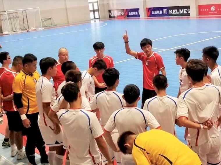 前珠超國腳張仟縈(右)首度領軍參賽。中華民國足球協會提供
