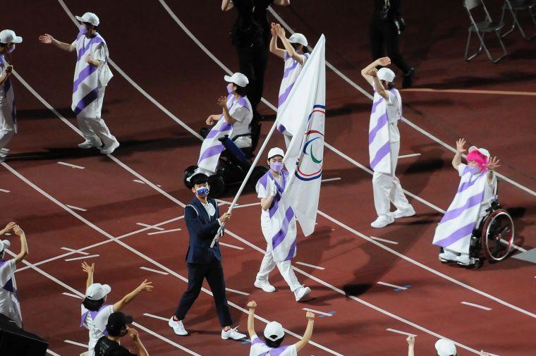 帕運落幕,台灣由我國由羽球方振宇擔任掌旗官。體育署提供