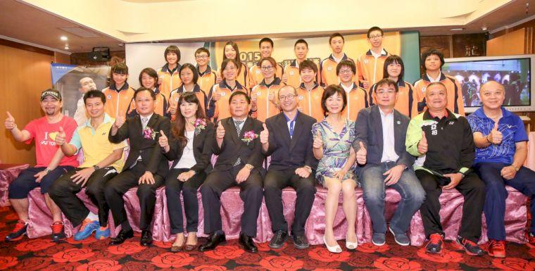 參加亞青U15&U17的台灣小將們與貴賓合影(中華羽協提供)