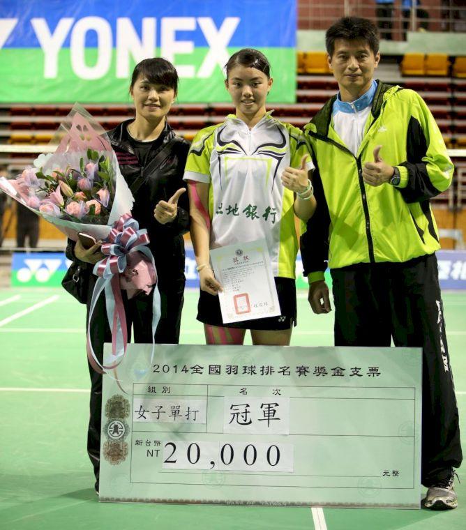 土銀管理李謀周、女兒李佳馨、老婆陳曉莉(由右至左)合影(李天助攝)