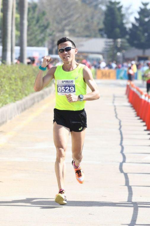 國內素人跑者蘇志濱金門馬,跑出國內第一。圖/中華民國路跑協會提供